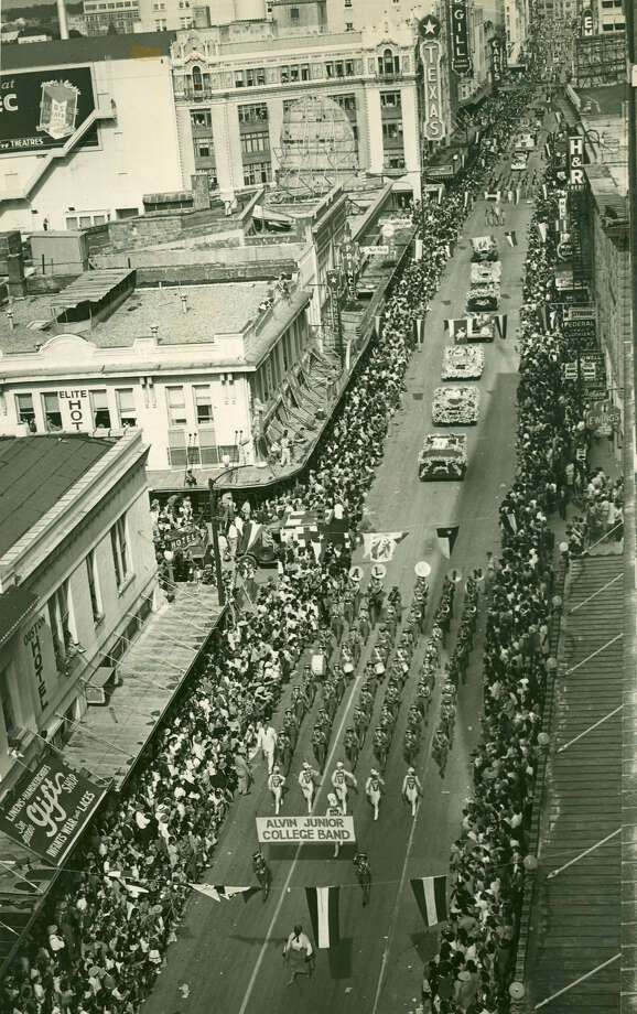 Battle of Flowers 1950: The Alvin Junior College Band leads the parade down Houston Street. Photo: San Antonio Express-News File Photo