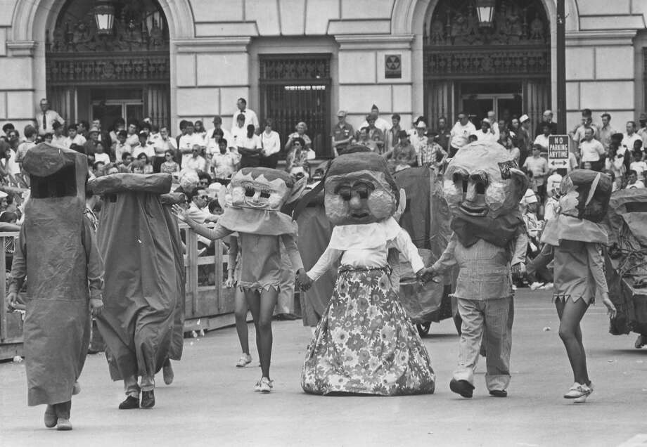 Battle of Flowers 1971: Costumed characters walk the parade route. Photo: San Antonio Express-News File Photo