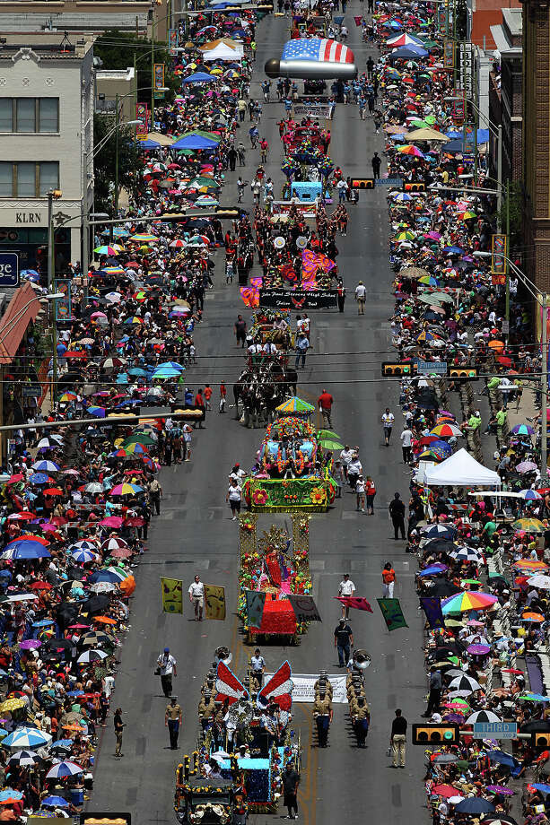 Battle of Flowers 2012: The parade heads south on Broadway Street, as seen from the rooftop of the St. Anthony Hotel. Photo: Kin Man Hui / San Antonio Express-News / ©2012 San Antonio Express-News