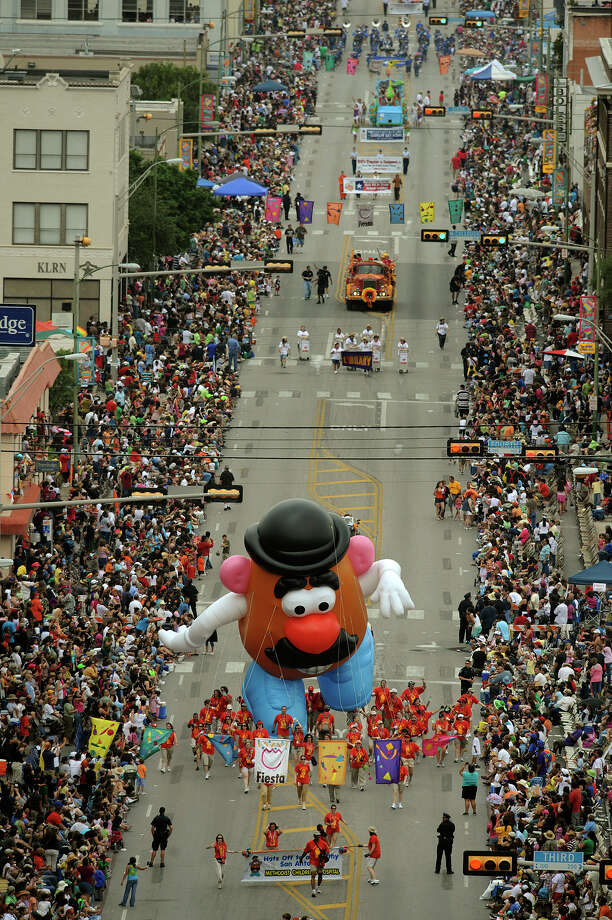 Battle of Flowers 2009: A Mr. Potato Head balloon is accompanied down Broadway Street by a group from Methodist Children's Hospital. Photo: Billy Calzada / San Antonio Express-News / gcalzada@express-news.net