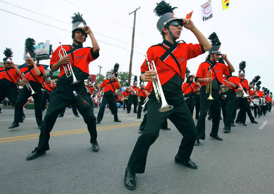 Battle of Flowers 2007: Mark Richie (center) and other members of the Burbank High School Bulldog Band perform. Photo: Edward A. Ornelas / San Antonio Express-News / SAN ANTONIO EXPRESS-NEWS