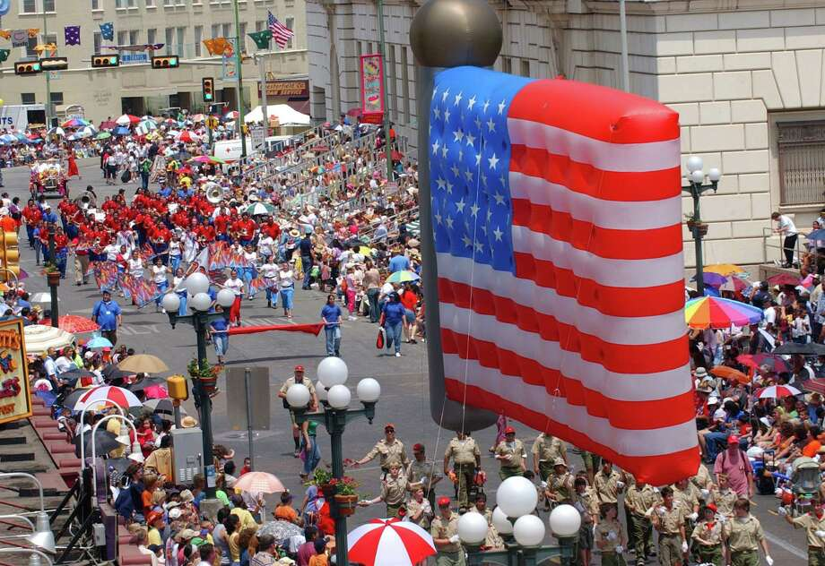 Battle of Flowers 2005: Members of the Alamo Area Council of the Boy Scouts of America pass through Alamo Plaza with a U.S. flag balloon. Photo: Edward A. Ornelas / San Antonio Express-News / SAN ANTONIO EXPRESS-NEWS