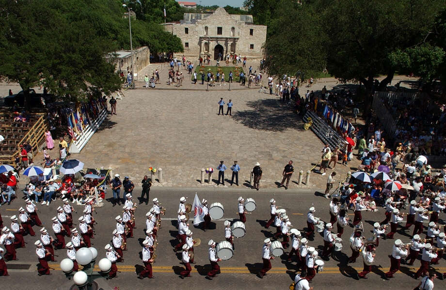 Battle of Flowers 2003: Members of the Lockhart High School band make their way past the Alamo. Photo: Edward A. Ornelas / San Antonio Express-News