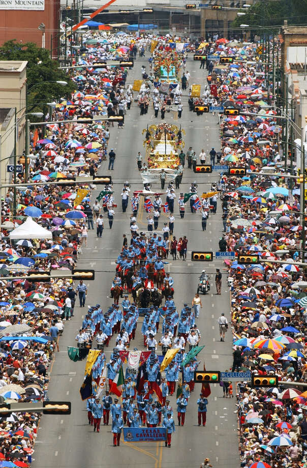 Battle of Flowers 2002: The Texas Cavaliers march down Broadway Street. Photo: Bob Owen / San Antonio Express-News