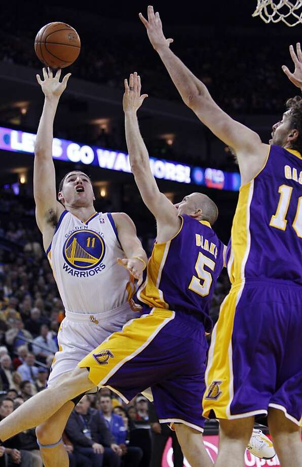 Klay Thompson lofts a shot over the Lakers' Steve Blake and Pau Gasol en route to a 22-point night. Photo: Carlos Avila Gonzalez, The Chronicle