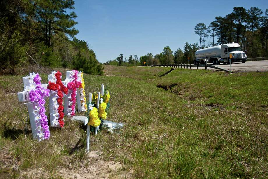 Crosses and flowers adorn the site where the Clouse family was killed. The other driver is hospitalized. Photo: Nick De La Torre, Staff / © 2013 Houston Chronicle