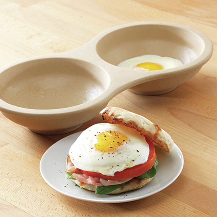 The Pampered Chef's Microwave Egg Cooker makes scrambled, poached and fried eggs in the microwave. Photo: The Pampered Chef / Bracket Studios