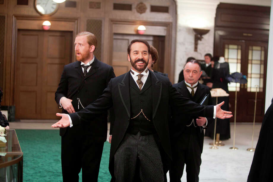 Jeremy Piven (center) should have been perfect for the new PBS series 'Mr. Selfridge.' Photo: Laurence Cendrowicz, ITV Studios For MASTERPIECE / ONLINE_YES