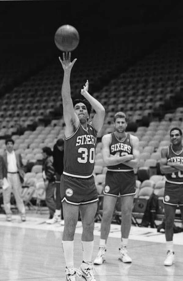 Ken Olin, who plays Michael on the hit TV show thirtysomething, acts out a fantasy scene of playing for the Philadelphia 76ers basketball team during a 1988 Los Angeles, California, taping at the Sports Arena. Photo: George Rose, Getty Images / 1987 George Rose