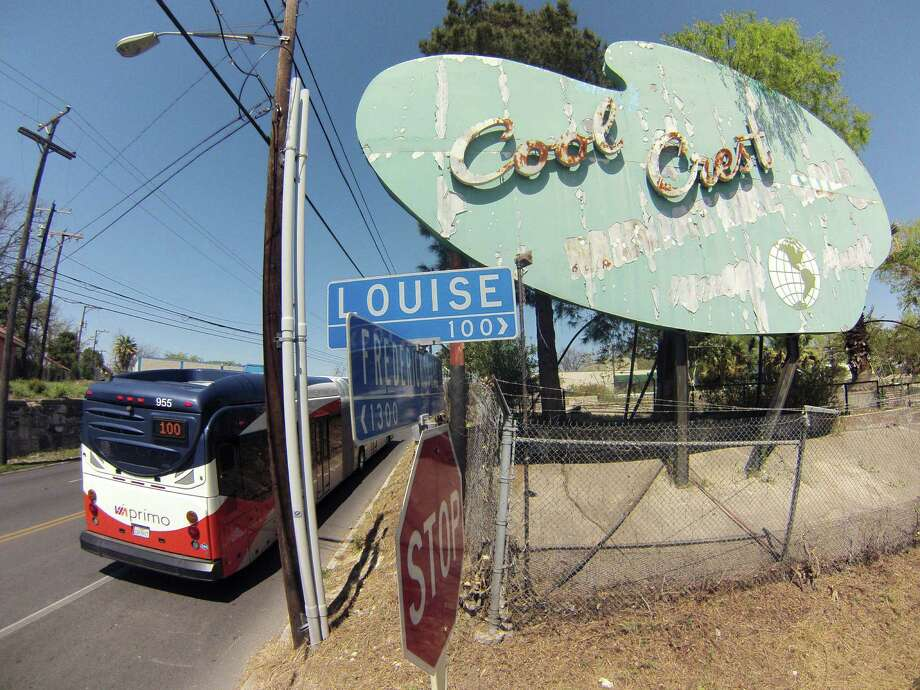 The Cool Crest miniature golf course is located at Fredericksburg Road and Louise. The facility may re-open before the summer. Photo: Billy Calzada, San Antonio Express-News / San Antonio Express-News
