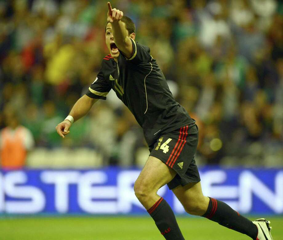 Javier Hernandez of Mexico reacts against the referee. Photo: ALFREDO ESTRELLA, AFP/Getty Images / AFP