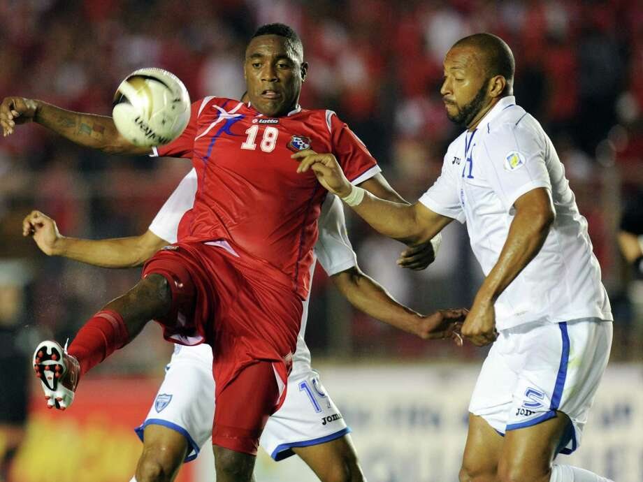 Panama's Luis Tejada (L) vies for the ball with Honduras´ Victor Bernardez during their FIFA World Cup Brazil 2014 qualifier football match at the Rommel Fernandez Stadium in Panama City on March 26, 2013. AFP PHOTO/ Rodrigo ARANGUARODRIGO ARANGUA/AFP/Getty Images Photo: RODRIGO ARANGUA, AFP/Getty Images / AFP