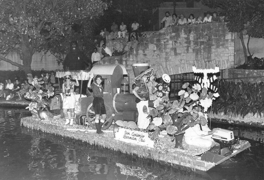 Fiesta River Parade 1984: The San Antonio German Club Float nears Arneson River Theater. Photo: San Antonio Express-News File Photo