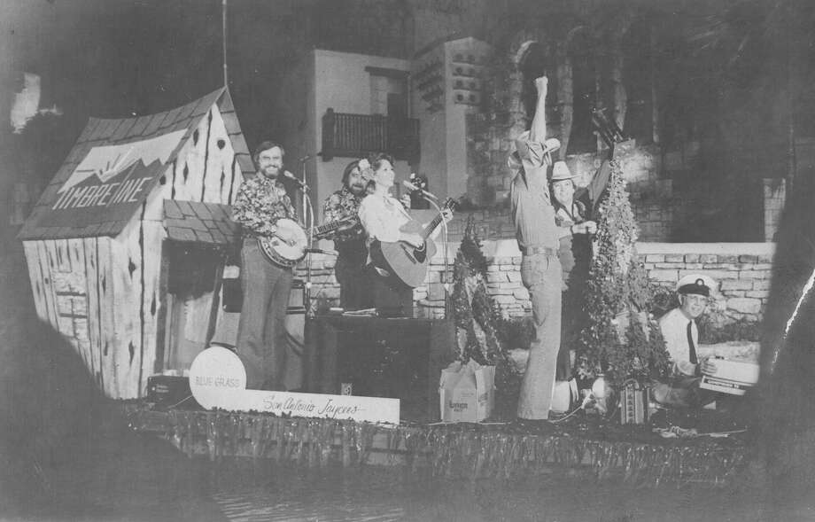 Fiesta River Parade 1980: S.A. Jaycees float celebrates bluegrass music. Photo: San Antonio Express-News File Photo