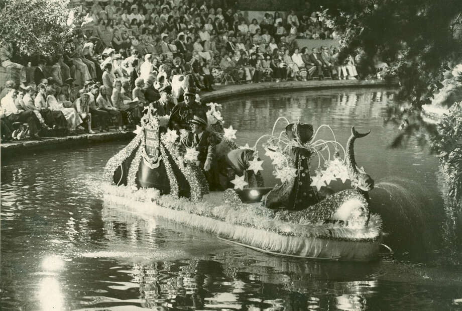 Fiesta River Parade 1974 Photo: San Antonio Express-News File Photo