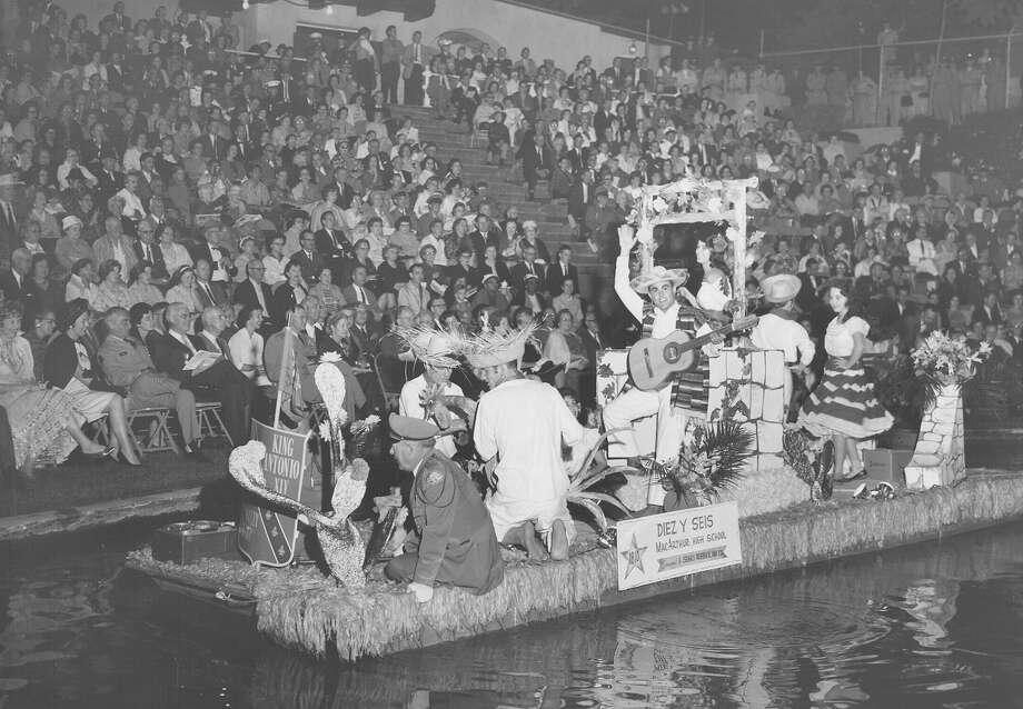 Fiesta River Parade 1962 Photo: San Antonio Express-News File Photo
