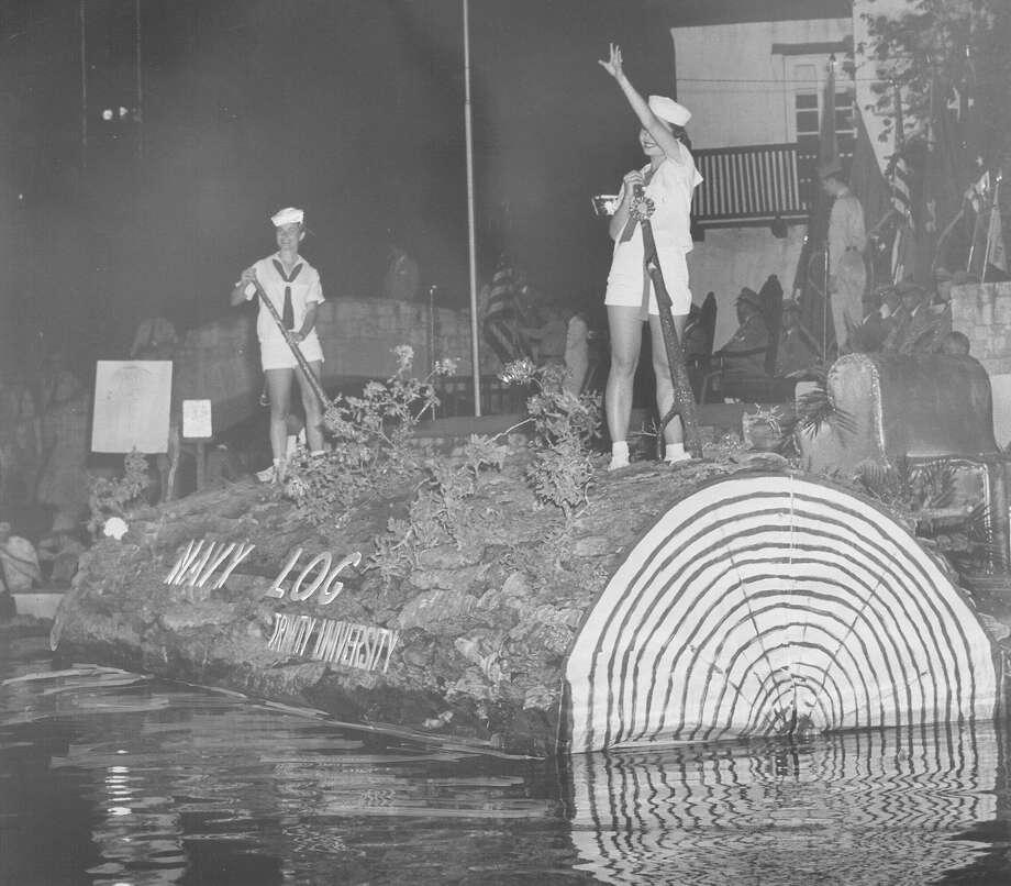Fiesta River Parade 1957 Photo: San Antonio Express-News File Photo