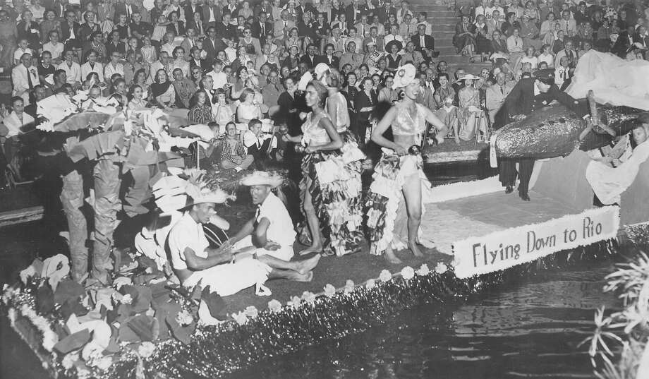 Fiesta River Parade 1956 Photo: San Antonio Express-News File Photo