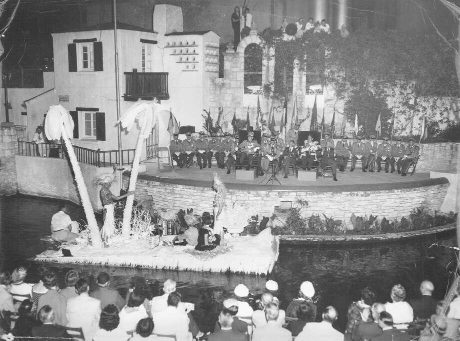 Fiesta River Parade 1955 Photo: San Antonio Express-News File Photo
