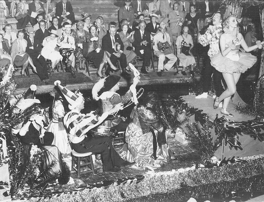 Fiesta River Parade 1952 Photo: San Antonio Express-News File Photo