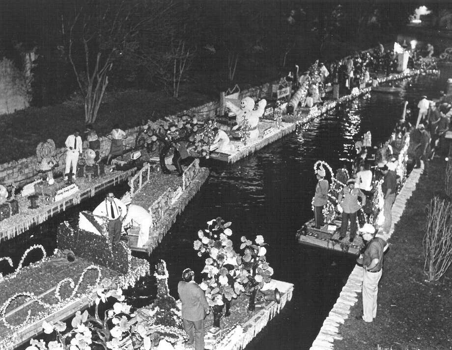Fiesta River Parade 1985: The floats bunch at the end of the parade route. Photo: San Antonio Express-News File Photo