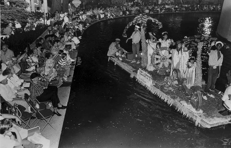 Fiesta River Parade 1987:  The Filipino-American Society float. Photo: San Antonio Express-News File Photo / SAN ANTONIO EXPRESS-NEWS