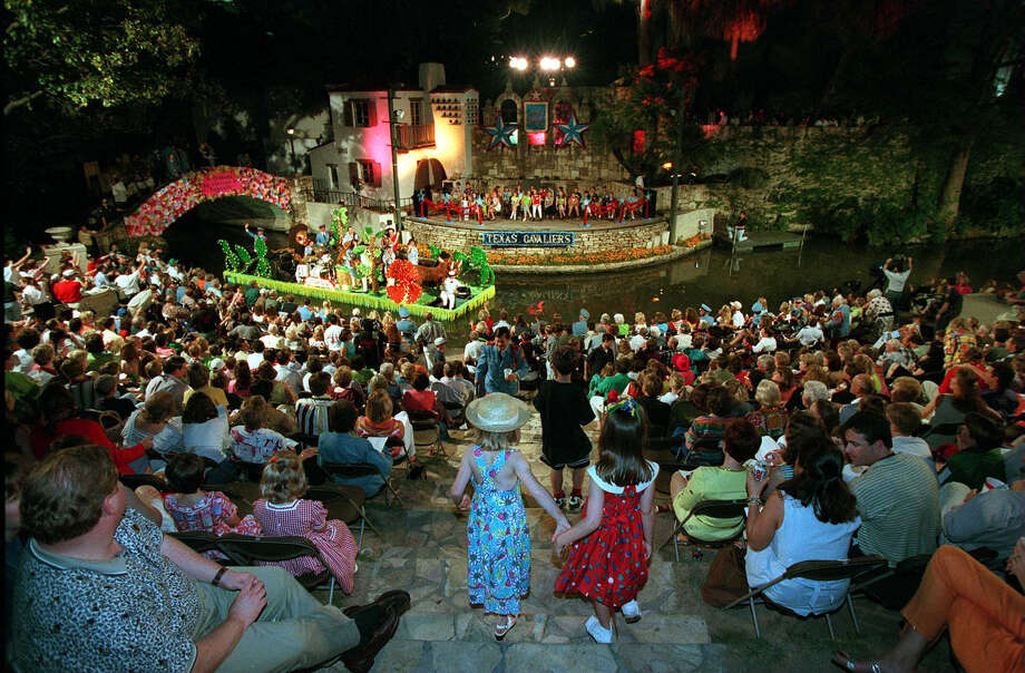Fiesta River Parade 1997 Photo: Edward A. Ornelas / San Antonio Express-News / SAN ANTONIO EXPRESS-NEWS