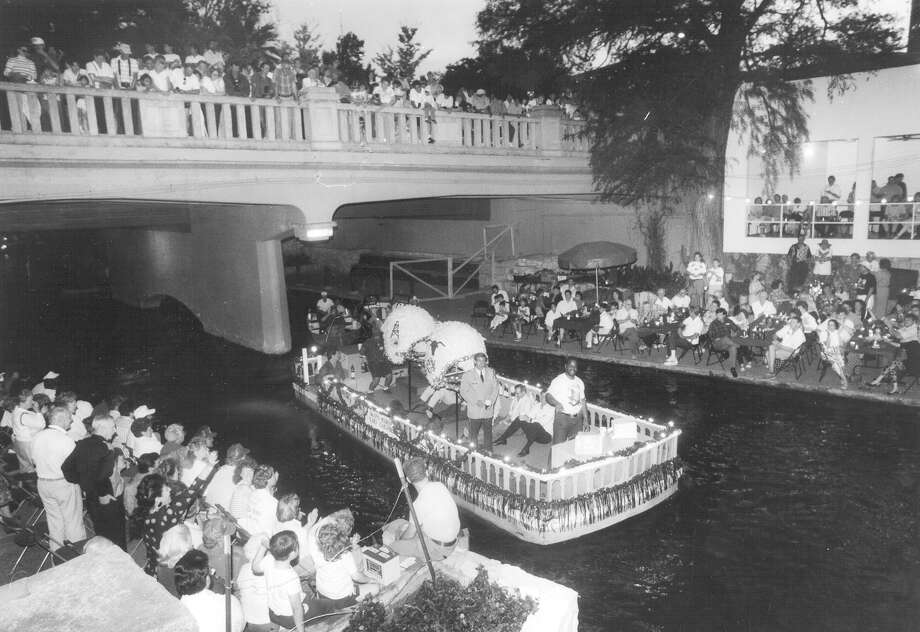 Fiesta River Parade 1994 Photo: San Antonio Express-News File Photo