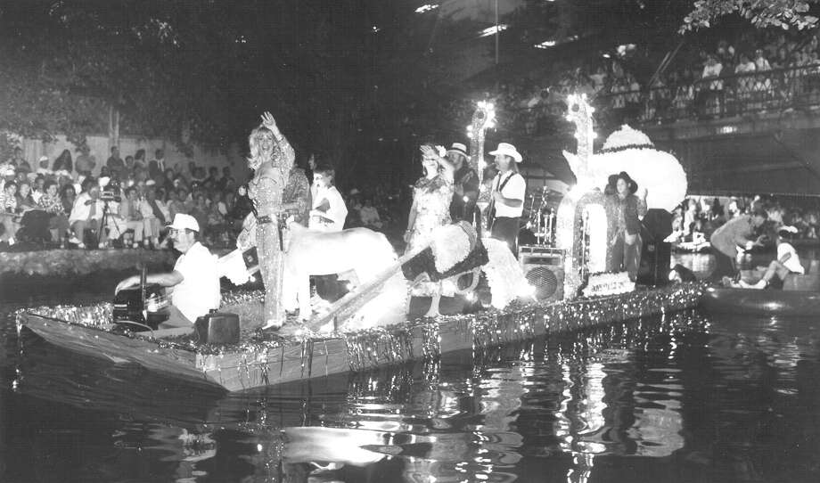 Fiesta River Parade 1992 Photo: San Antonio Express-News File Photo