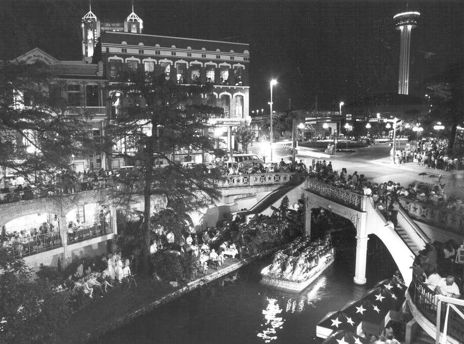 Fiesta River Parade 1991 Photo: San Antonio Express-News File Photo