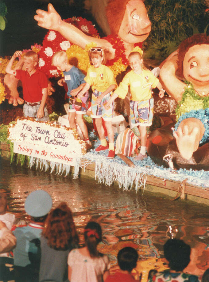 Fiesta River Parade 1988 Photo: San Antonio Express-News File Photo
