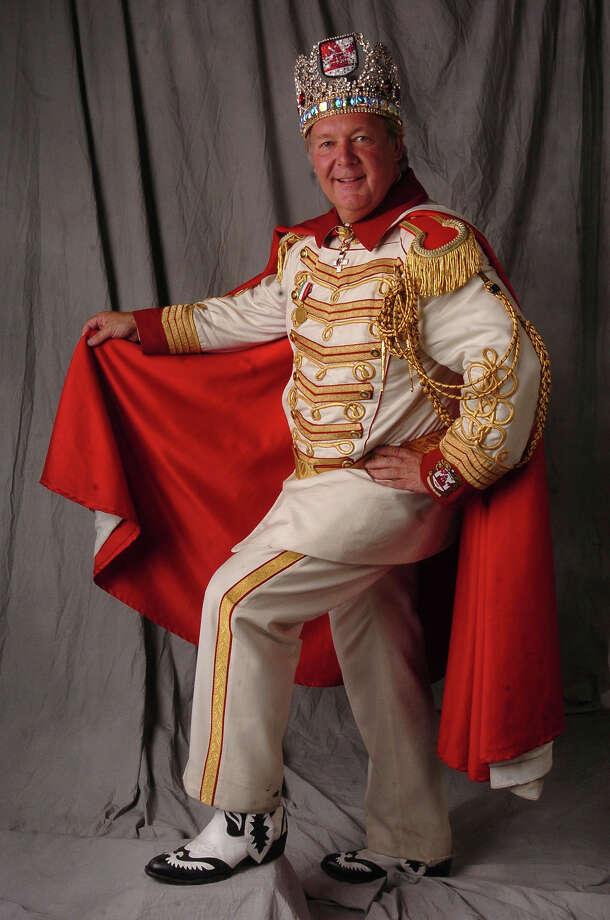 """2005, Robert """"Dick"""" D. Tips: Rey Feo LVII. Photo: Billy Calzada / San Antonio Express-News / SAN ANTONIO EXPRESS-NEWS"""