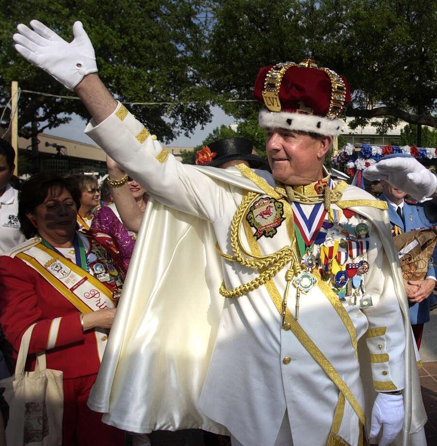 2004, Tom Sineni: Rey Feo LVI. Photo: John Davenport / San Antonio Express-News / SAN ANTONIO EXPRESS-NEWS