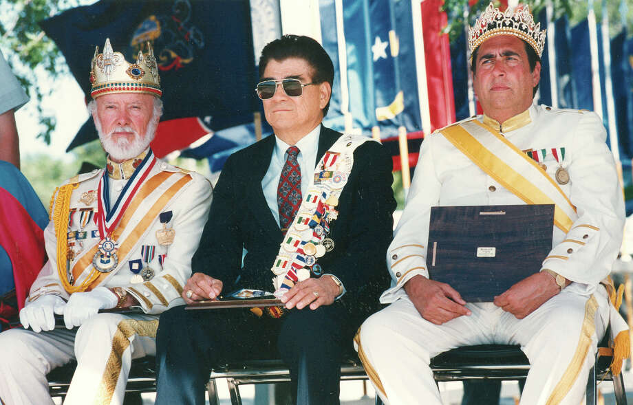 1993, Peter Reed (left) and Dr. Damaso Oliva (right): Reyes Feo XLV. Photo: San Antonio Express-News File Photo