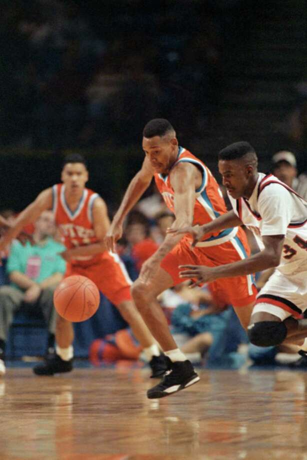 13. 1992 UTEP: Johnny Melvin and Cincinnati's Herb Jones race for the loose ball during the first minutes of NCAA Midwest Regional game in Kansas City, on March 27, 1992. Photo: Associated Press File Photo / AP1993