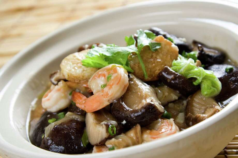 A shot of seafood casserole, a traditional chinese food Photo: Unknown / Suprijono Suharjoto - Fotolia