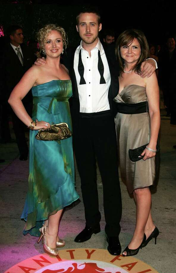 With sister Mandi Gosling (left) and mom Donna Gosling (right) at a 2007 Vanity Fair Oscar party. Photo: Evan Agostini, Getty Images / 2007 Getty Images