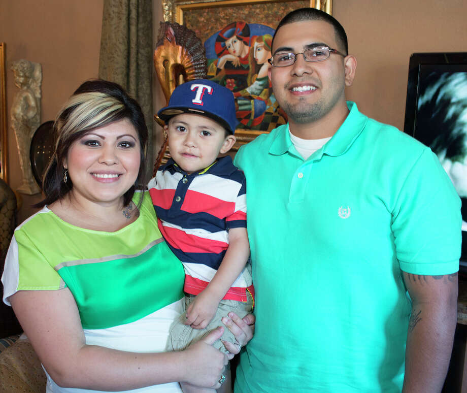 Kimberly, Joshua and Gus Leyva Photo: J. MICHAEL SHORT, FOR THE EXPRESS-NEWS / THE SAN ANTONIO EXPRESS-NEWS