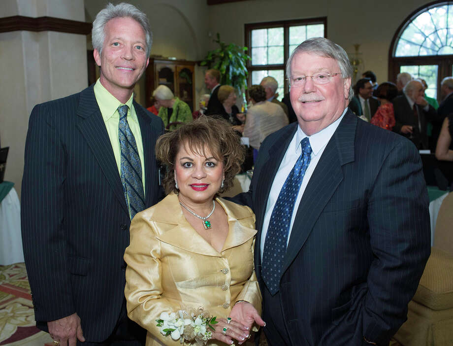 Steve Fuller (from left), Rita and John Feik Photo: J. MICHAEL SHORT, FOR THE EXPRESS-NEWS / THE SAN ANTONIO EXPRESS-NEWS