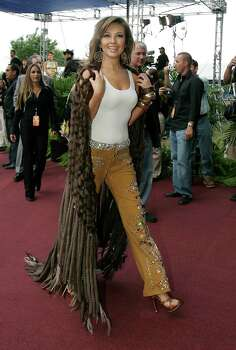 Mexican recording artist Thalia walks along the red carpet while arriving at the Selena Vive! tribute at Reliant Stadium in Houston,Texas April 7,2005. James Nielsen (Houston Chronicle)     HOUCHRON CAPTION (04/08/2005) SECNEWS COLOR:  DIVA:  Artist Thalia was part of the all-star lineup performing at the concert Thursday. Photo: James Nielsen, Staff Photographer (Contract) / HOUSTON  CHRONICLE