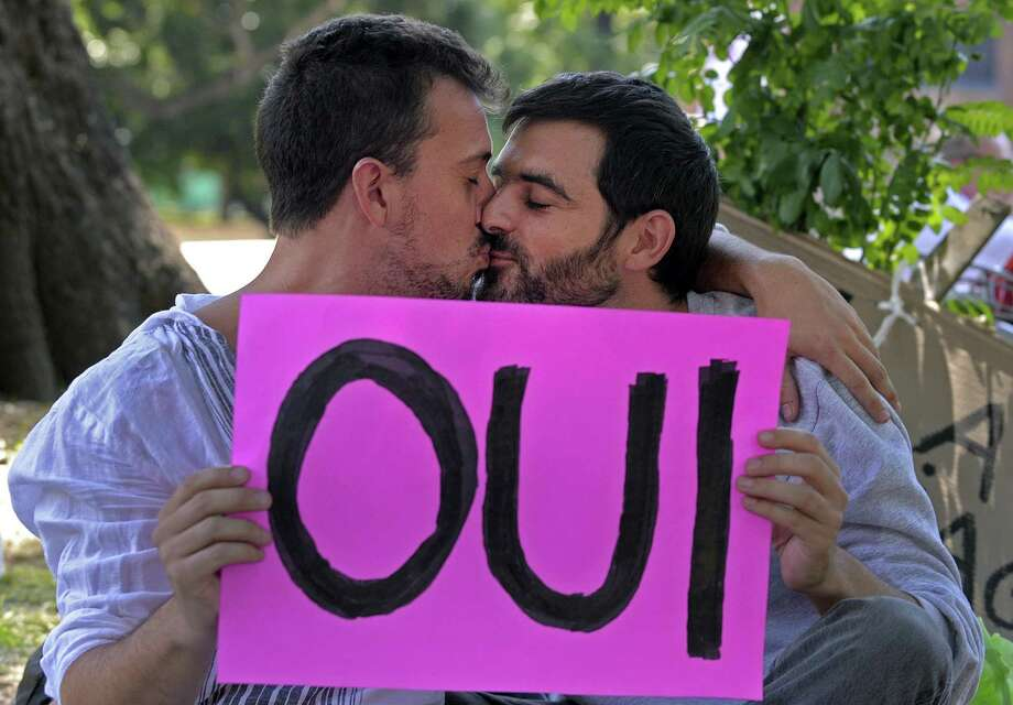 Two men kiss during a demonstration in support of the legalisation of gay marriage and LGBT parenting in France at the Plaza Francia in Buenos Aires, Argentina, on Jan. 27, 2013. Photo: ALEJANDRO PAGNI, Getty Images / 2013 AFP