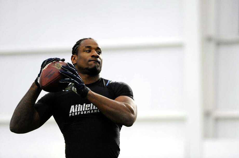 UConn linebacker Sio Moore throws in a drill in a workout for during UConn's NFL football pro day in Storrs, Conn., Wednesday, March 27, 2013. (AP Photo/Jessica Hill) Photo: Jessica Hill, Associated Press / FR125654 AP