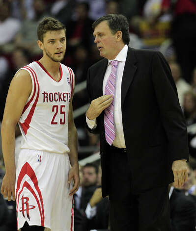Rockets coach Kevin McHale talks with Rockets forward Chandler Parsons during a break in action. Photo: James Nielsen, Houston Chronicle / © 2013 Houston Chronicle