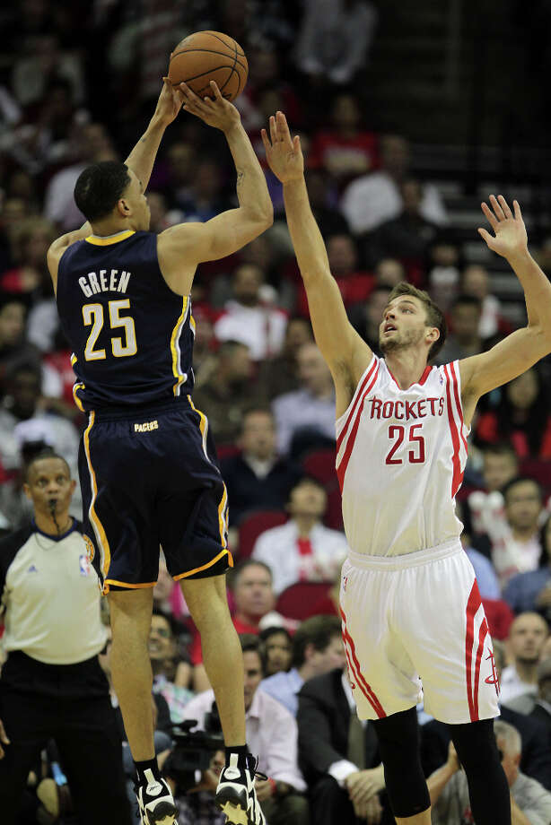 Pacers guard Gerald Green rises up for a jump shot over Rockets forward Chandler Parsons. Photo: James Nielsen, Houston Chronicle / © 2013 Houston Chronicle