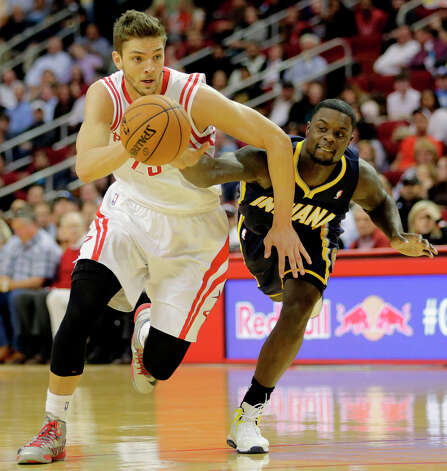 Rockets small forward Chandler Parsons, left, and Pacers shooting guard Lance Stephenson, right, chase a loose ball. Photo: James Nielsen, Houston Chronicle / © 2013 Houston Chronicle