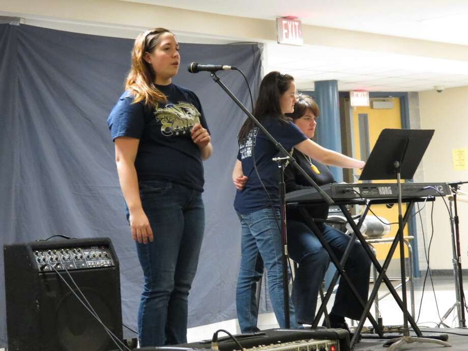 Emily Taylor sings while Amy Frost plays piano in Turning Tables by Adele. Photo by Jenna Colozza