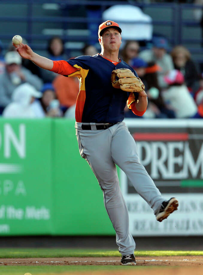 Astros third baseman Matt Dominguez throws to first during the second inning. Photo: Jeff Roberson, Associated Press / AP