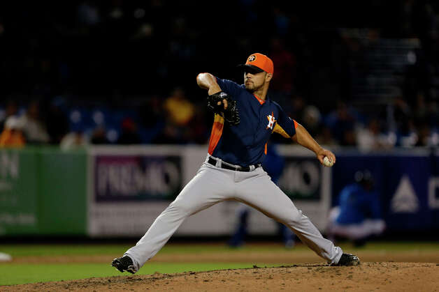Astros relief pitcher Xavier Cedeno throws during the sixth inning. Photo: Jeff Roberson, Associated Press / AP