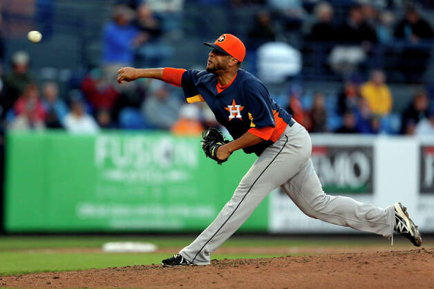 Astros relief pitcher Rhiner Cruz throws during the fourth inning. Photo: Jeff Roberson, Associated Press / AP