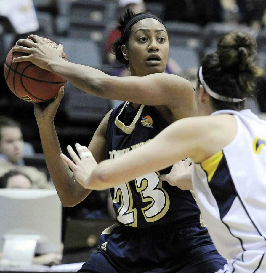 Dowling's Danielle Wilson, a former Baylor player, looks to pass around Augustana's Lydia Nelson at Greehey Arena. Photo: Darren Abate / For The Express-News